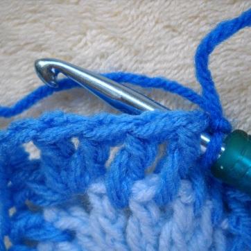 1-07-attach-method-1-grab-yarn